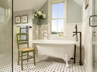 Wainscoting-Bathroom-Traditional-Design